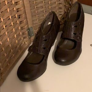 """SBICCA brown shoes 2"""" heel in excellent condition."""